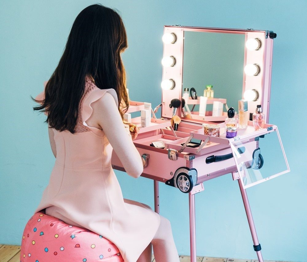 Mesa tocador y organizador de maquillaje